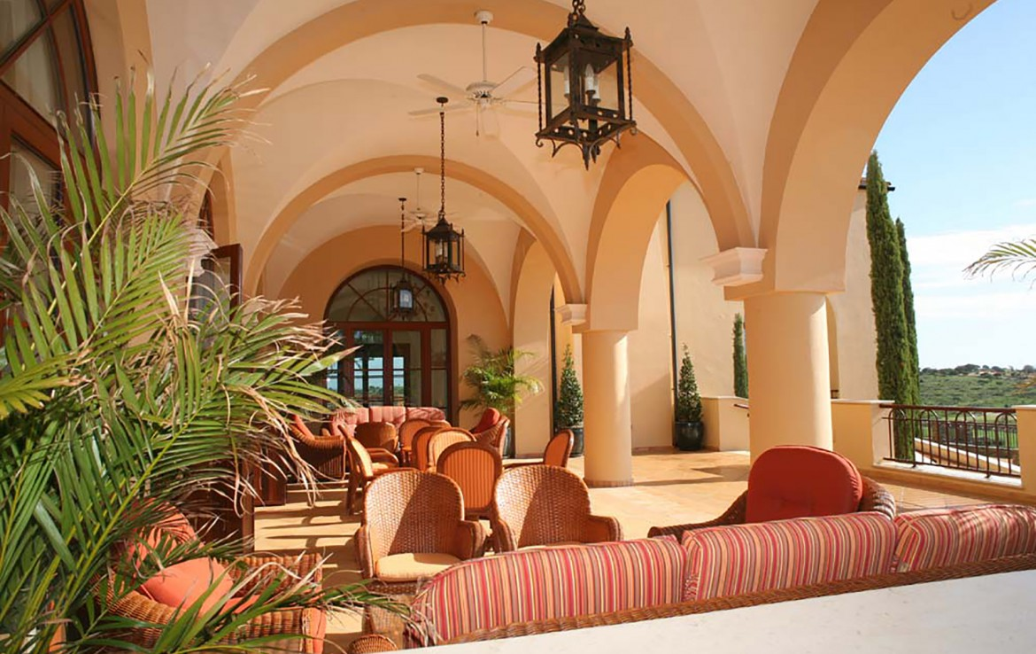 Golf-expedition-golfreizen-golfresort-Monte-Rel-Golf-And-Country-Club-outside-lounge