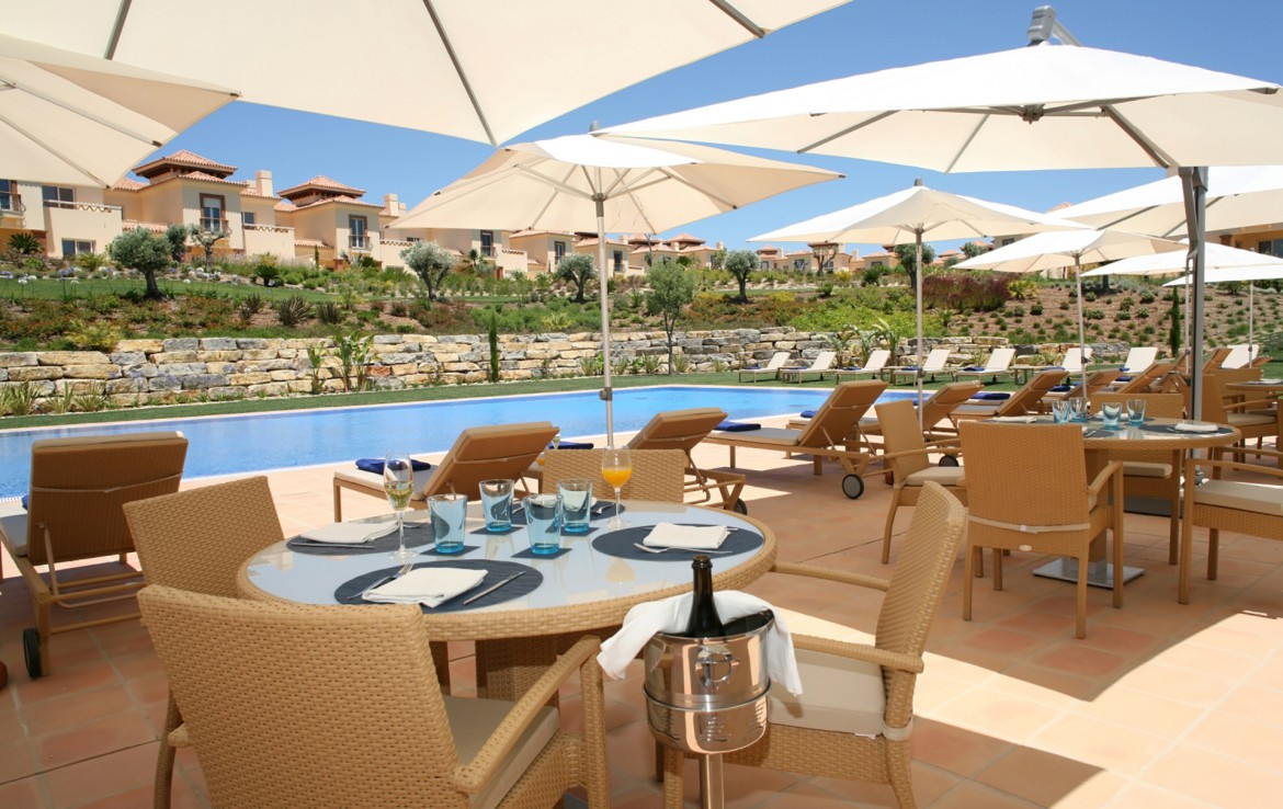 Golf-expedition-golfreizen-golfresort-Monte-Rel-Golf-And-Country-Club-poolside-terrace