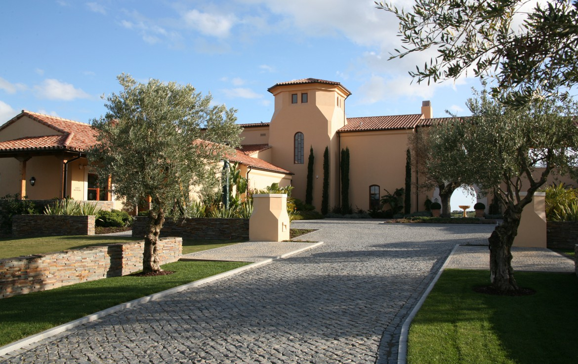 Golf-expedition-golfreizen-golfresort-Monte-Rel-Golf-And-Country-Club-resort-driveway-to-lobby