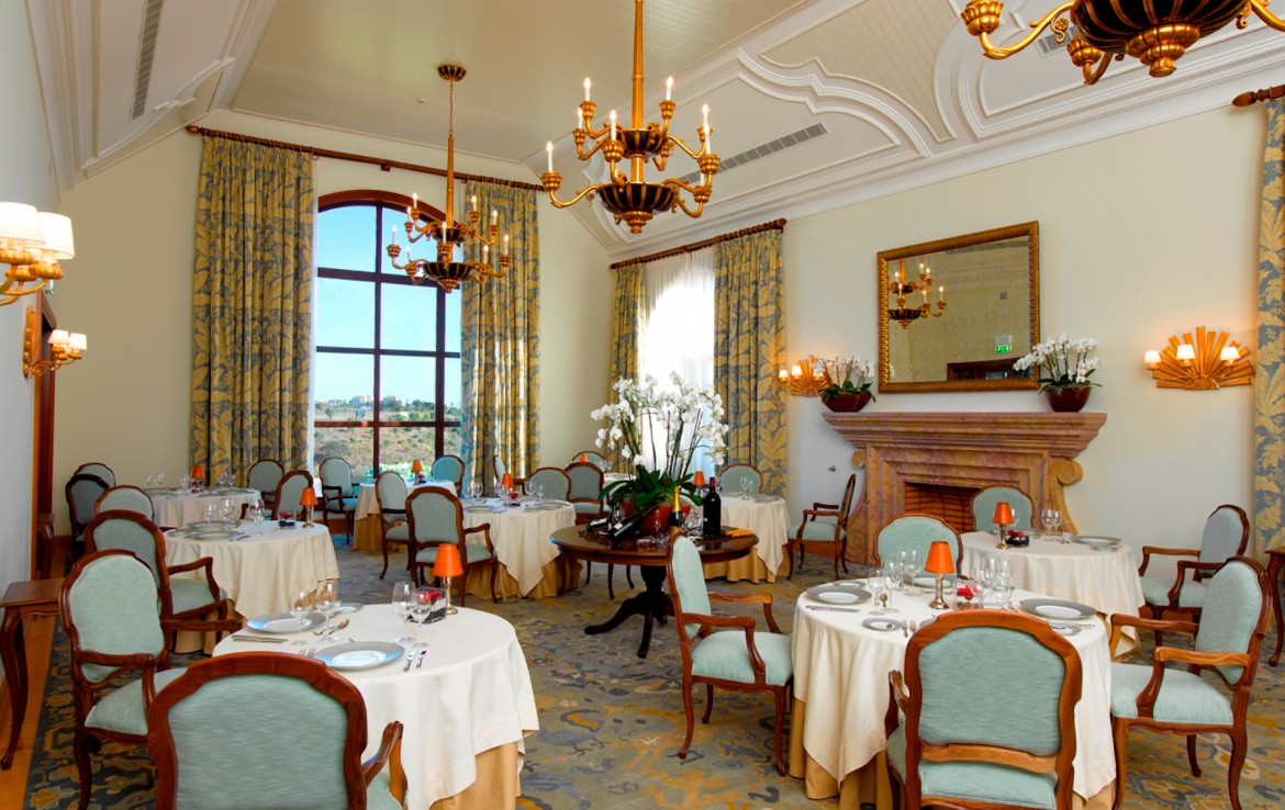 Golf-expedition-golfreizen-golfresort-Monte-Rel-Golf-And-Country-Club-resort-restaurant-inside
