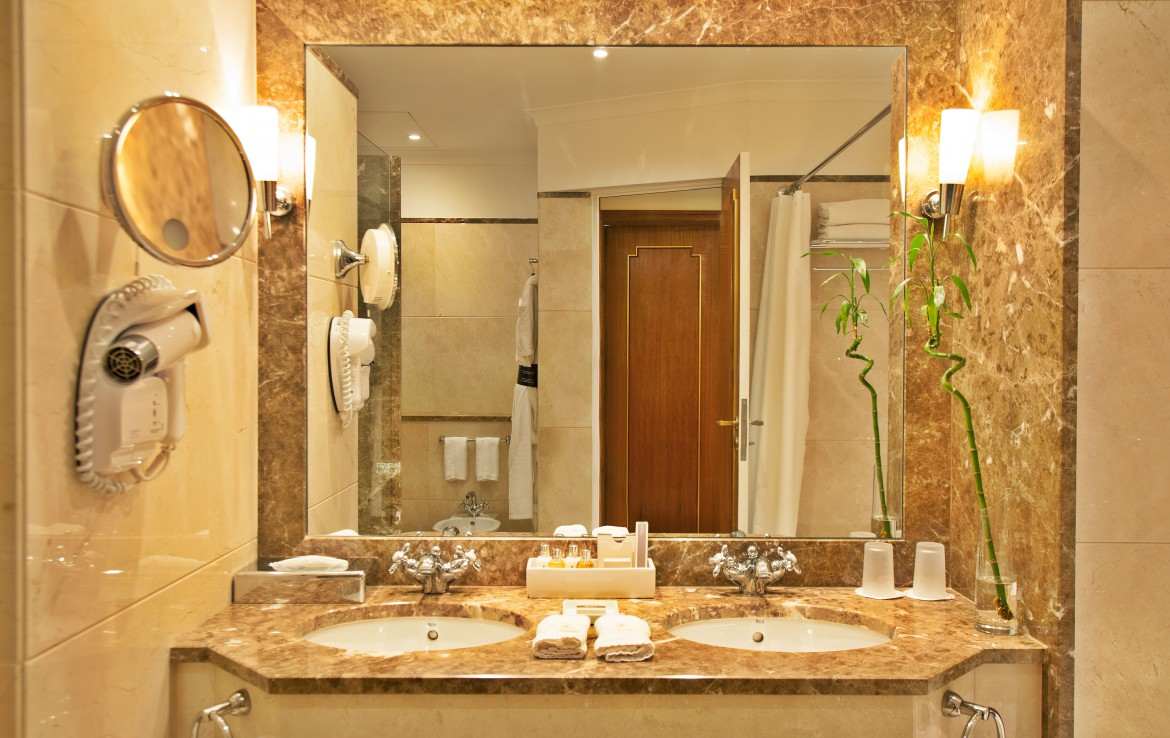 Golf-expedition-golfreizen-golfresort-Palacio-Estoril-Hotel-Golf-And-Spa-appartement-bathroom-1