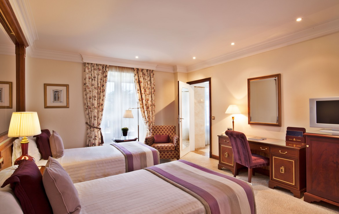 Golf-expedition-golfreizen-golfresort-Palacio-Estoril-Hotel-Golf-And-Spa-appartement-bedroom-5