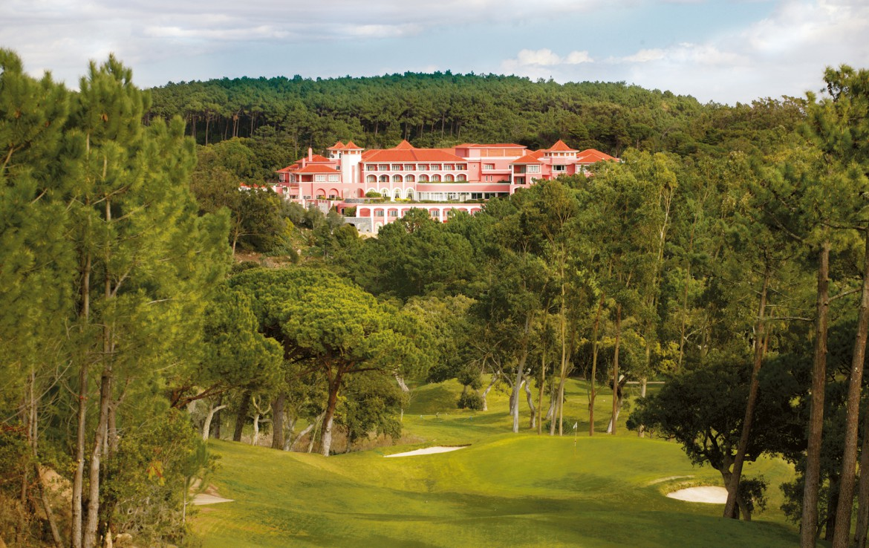 Golf-expedition-golfreizen-golfresort-Penha-Longa-Resort-golfbaan-hole-1-with-resort-view