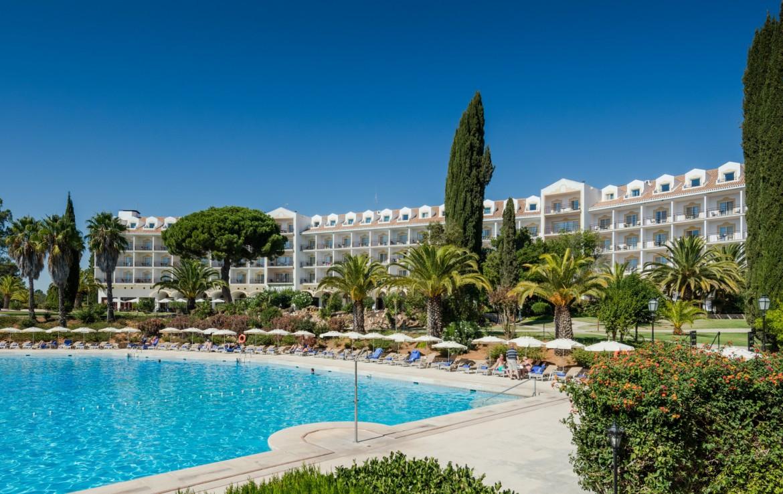Golf-expedition-golfreizen-golfresort-Penina-hotel-&-Golf-Resort-poolside