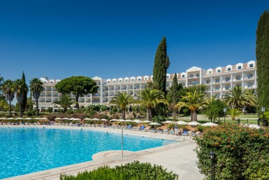 Golf-expedition-golfreizen-golfresort-Penina-hotel-&-Golf-Resort-poolside