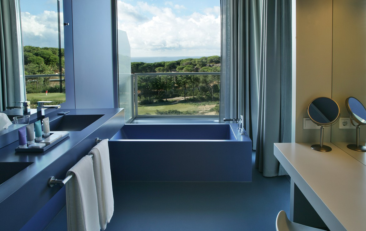Golf-expedition-golfreizen-golfresort-Royal-The-Oitavos-Hotel-appartement-bathroom-with-view