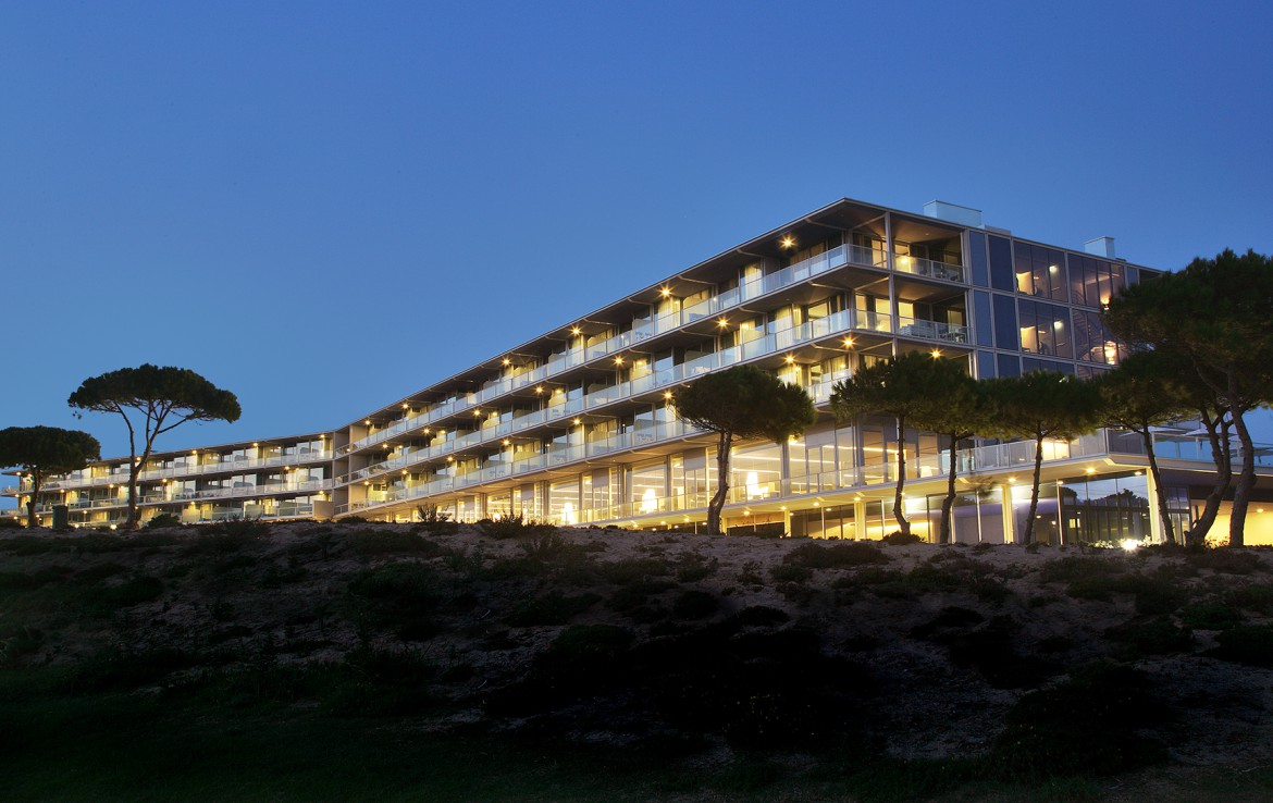 Golf-expedition-golfreizen-golfresort-Royal-The-Oitavos-Hotel-by-nightfall