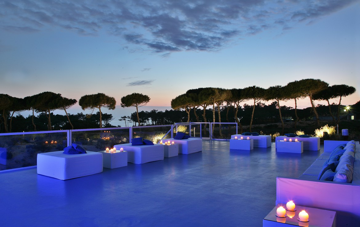Golf-expedition-golfreizen-golfresort-Royal-The-Oitavos-Hotel-exterior-deck-at-sunset