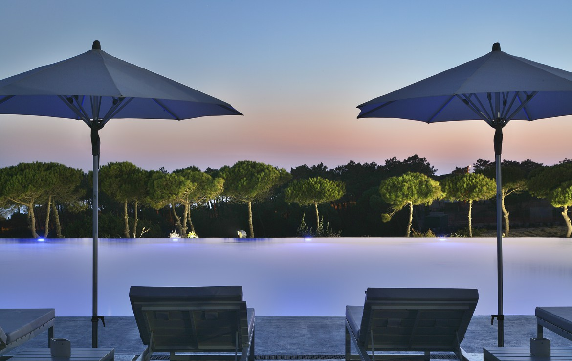 Golf-expedition-golfreizen-golfresort-Royal-The-Oitavos-Hotel-exterior-pool-at-sunset