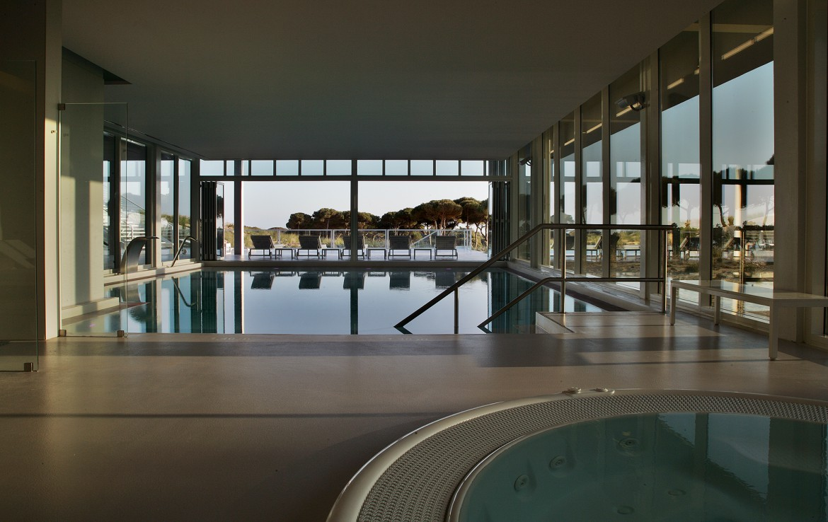 Golf-expedition-golfreizen-golfresort-Royal-The-Oitavos-Hotel-indoor-pool-with-view