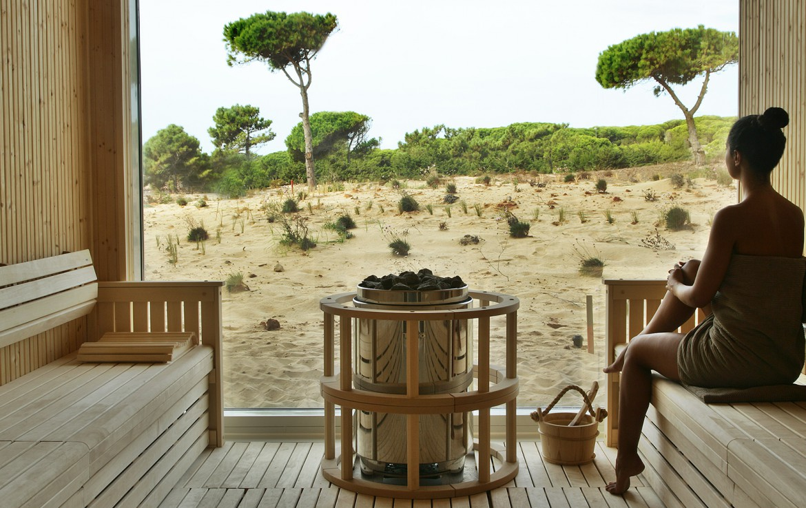 Golf-expedition-golfreizen-golfresort-Royal-The-Oitavos-Hotel-sauna-with-nature-view