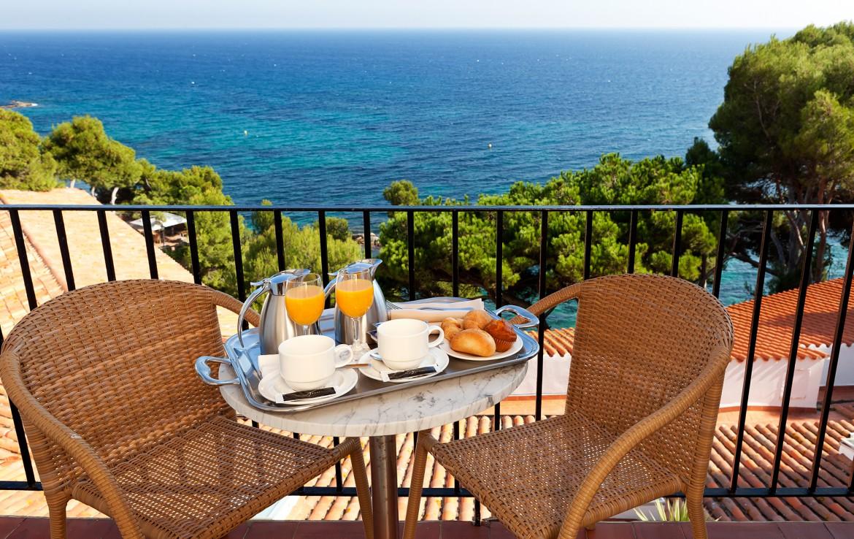 Golf-expedition-golfreizen-golfresort-Spanje-Regio-Ginora-silken-park-hotel-san-jorge-appartement-balcony