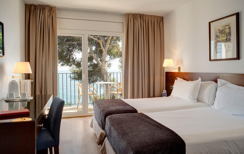 Golf-expedition-golfreizen-golfresort-Spanje-Regio-Ginora-silken-park-hotel-san-jorge-appartement-bedroom-2