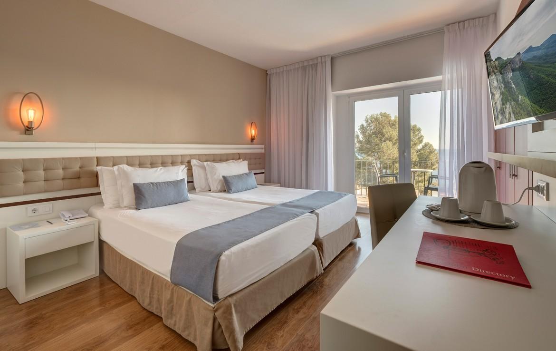 Golf-expedition-golfreizen-golfresort-Spanje-Regio-Ginora-silken-park-hotel-san-jorge-appartement-bedroom-4