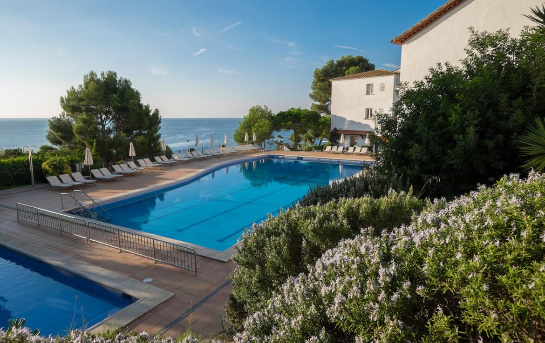Golf-expedition-golfreizen-golfresort-Spanje-Regio-Ginora-silken-park-hotel-san-jorge-la-piscina-