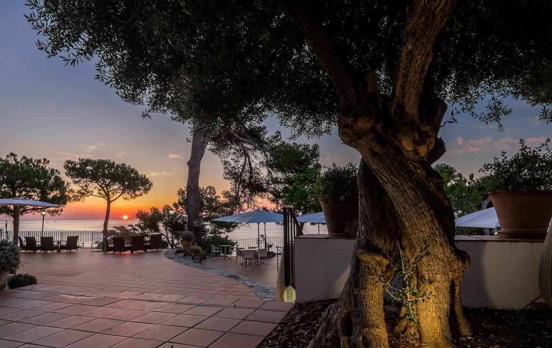 Golf-expedition-golfreizen-golfresort-Spanje-Regio-Ginora-silken-park-hotel-san-jorge-terrace-1