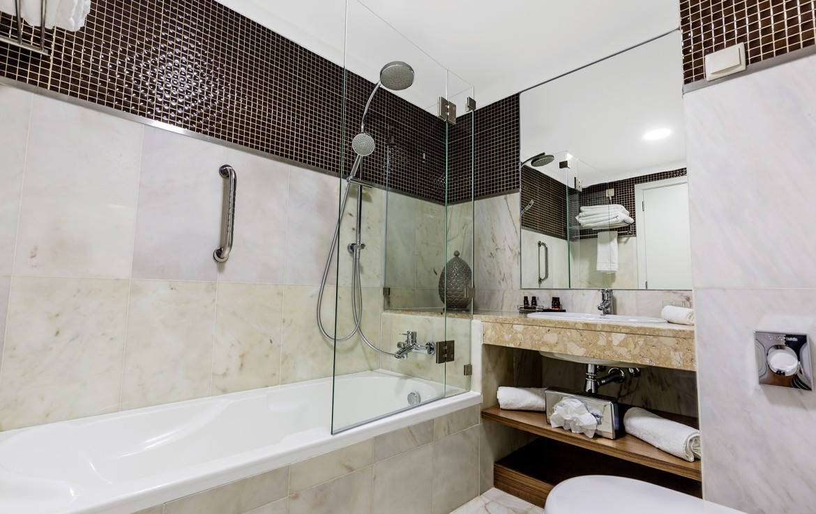 Golf-expedition-golfreizen-golfresort-Villamoura-Garden-Hotel-appartement-bathroom