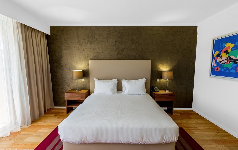 Golf-expedition-golfreizen-golfresort-Villamoura-Garden-Hotel-appartement-bedroom-bed