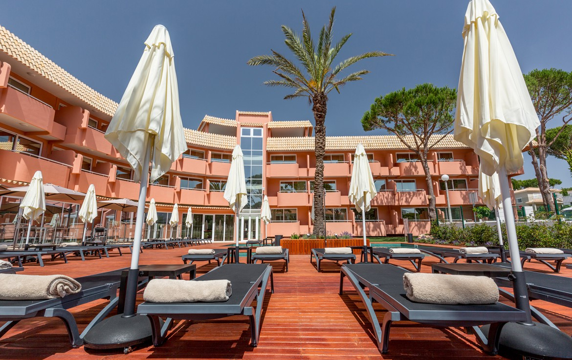 Golf-expedition-golfreizen-golfresort-Villamoura-Garden-Hotel-sun-lounge-area