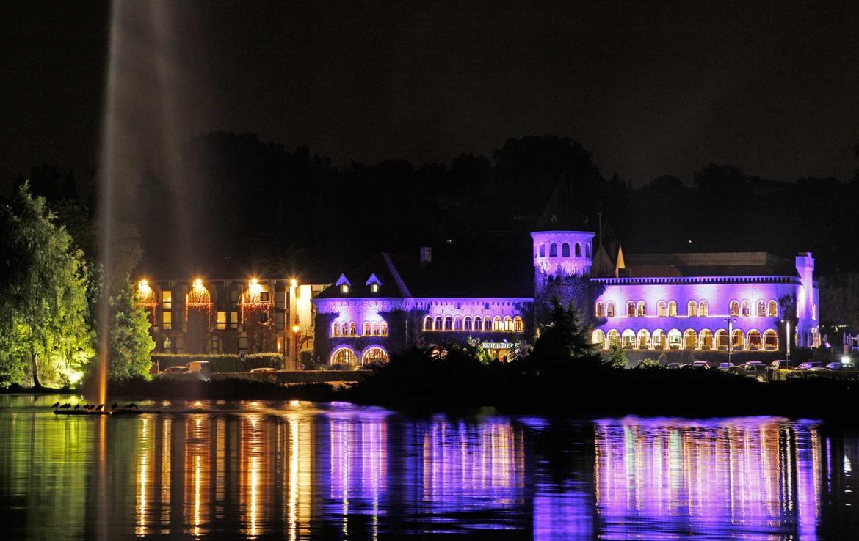 Golf-reizen-Golf-Expedition-België-Regio-Brussel-Martins-Chateau-du-Lac-hotel-at-night-purple