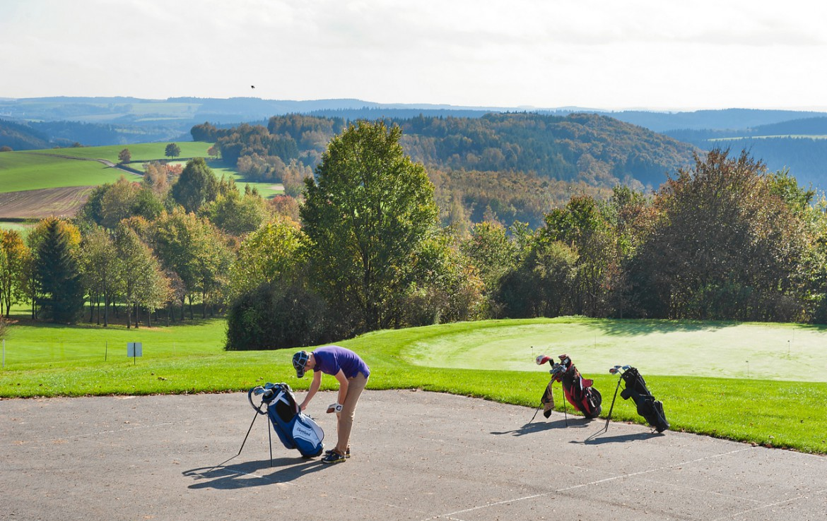 Golf-reizen-Golf-Expedition-België-Regio-Luik-Golf-&-country-hotel-Clervaux-golf-course-hole-1