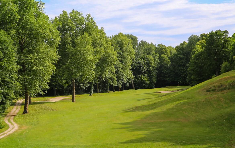 Golf-reizen-frankrijk-regio-parijs-Chateau-d'Augerville-Golf-Resort-golfbaan-natuurlijke-omgeving-golf-expedition