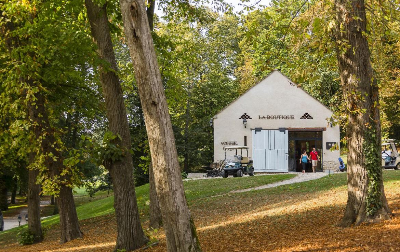 Golf-reizen-frankrijk-regio-parijs-Chateau-d'Augerville-Golf-Resort-pro-shop-golf-expedition