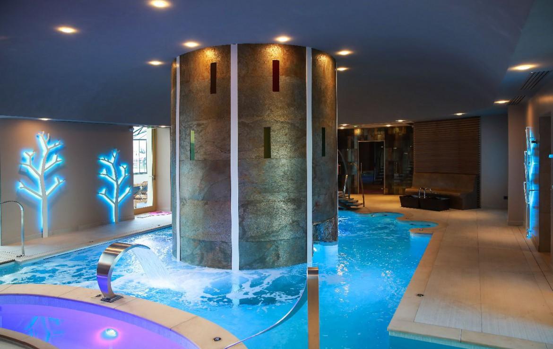 Golf-reizen-frankrijk-regio-parijs-Chateau-d'Augerville-Golf-Resort-spa-indoor-zwembad-golf-expedition