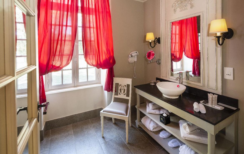 Golf-reizen-frankrijk-regio-parijs-Chateau-d'Augerville-Golf-Resort-wastafels-met-handdoeken-golf-expedition
