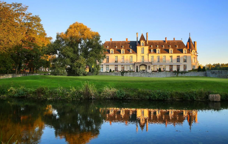 Golf-reizen-frankrijk-regio-parijs-Chateau-d'Augerville-Golf-Resort-water-hazard-golfbaan-en-luxe-resort-golf-expedition