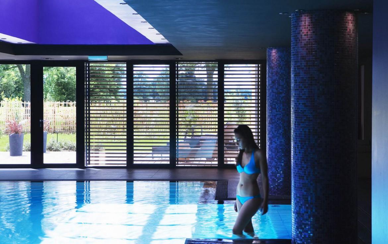 Golf-reizen-frankrijk-regio-parijs-Chateau-de-Villiers-le-Mahieu-binnen-zwembad-spa-wellness-golf-expedition