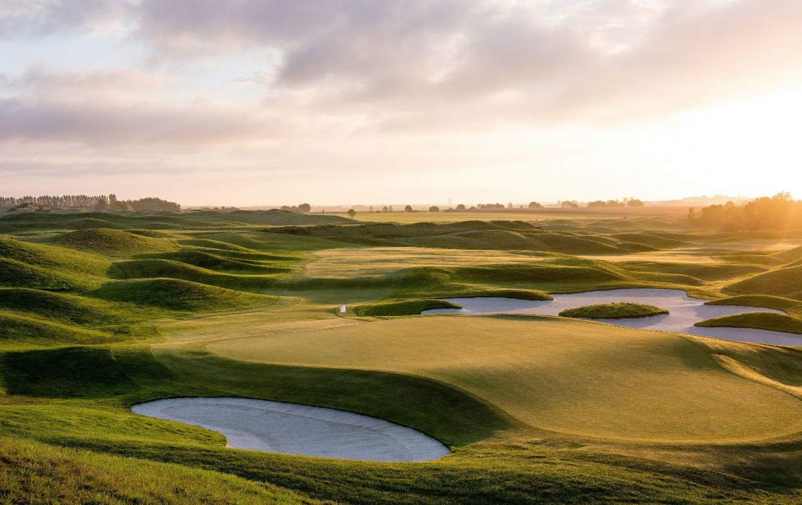Golf-reizen-frankrijk-regio-parijs-Chateau-de-Villiers-le-Mahieu-golfbaan-water-hazard-fairway-green-golf-expedition