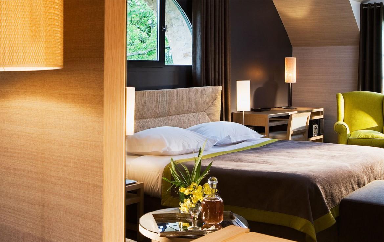 Golf-reizen-frankrijk-regio-parijs-Chateau-de-Villiers-le-Mahieu-stijlvol-ingericht-slaapkamer-zwart-golf-expedition