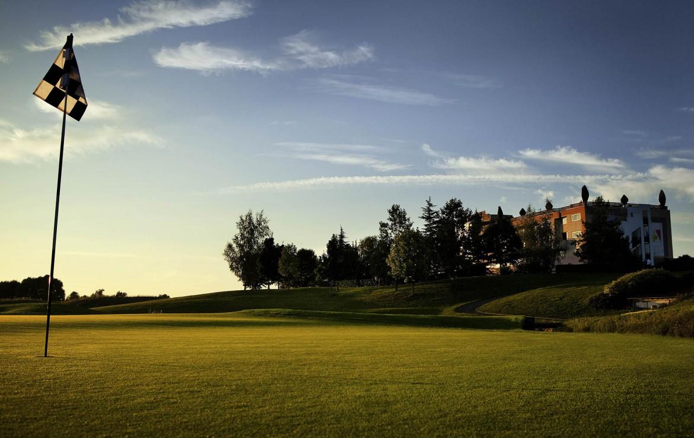 Golf-reizen-frankrijk-regio-parijs-Novotel-Saint-Quentin-Golf-National-green-golfbaan-villa-achtergrond-golf-expedition.jpg