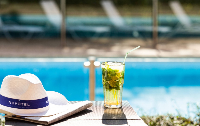 Golf-reizen-frankrijk-regio-parijs-Novotel-Saint-Quentin-Golf-National-zwembad-golf-expedition