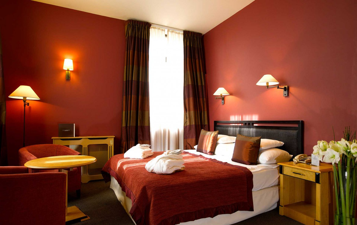 Golfexpedition-Golfreizen-België-Brussel-Grand-Hotel-Waterloo-course-bed-rood