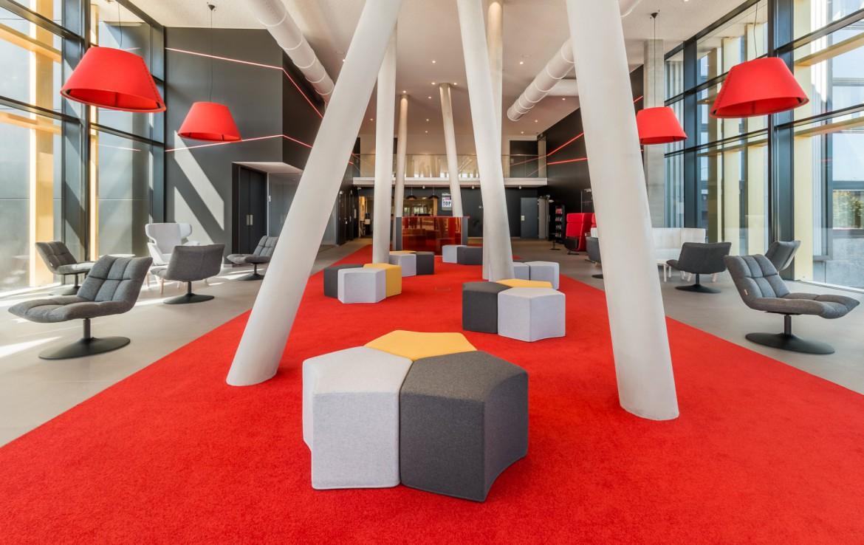 Golfexpedition-Golfreizen-België-Brussel-Red-course-rood-stoelen