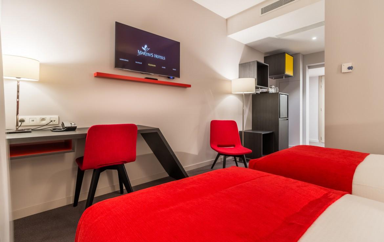 Golfexpedition-Golfreizen-België-Brussel-Red-course-twee-rode-stoelen