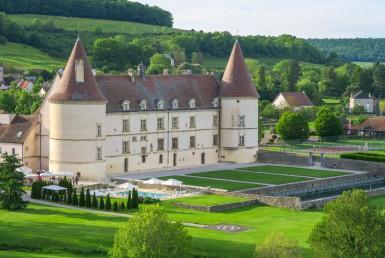 golf-expedition-golf-reis-Frankrijk-Bourgogne-Chateau-de-Chailly-gebouw-bos-uitzicht.jpg
