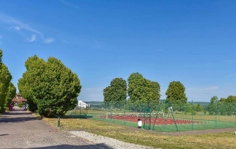 golf-expedition-golf-reis-Frankrijk-Bourgogne-Chateau-de-Chailly-golfbaan-tennis-bomen-lounge.jpg