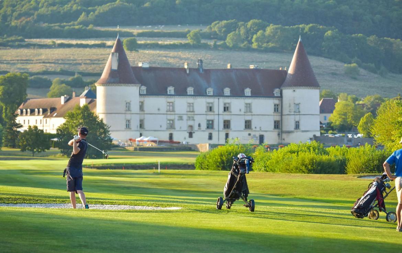golf-expedition-golf-reis-Frankrijk-Bourgogne-Chateau-de-Chailly-golfers-golfbaan-personen-golfstick-golftas.jpg