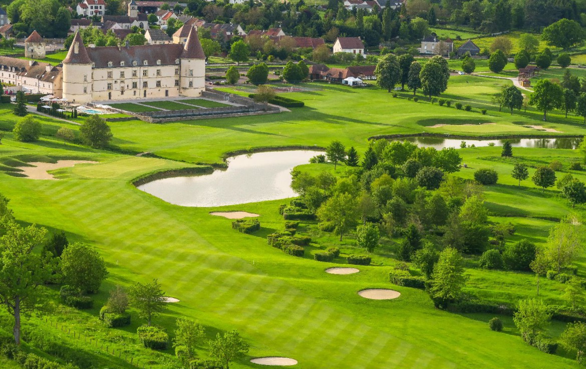golf-expedition-golf-reis-Frankrijk-Bourgogne-Chateau-de-Chailly-hotel-golfbaan-bomen-bos-water-zandpool.jpg