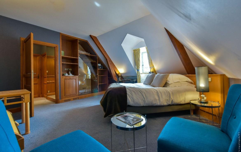 golf-expedition-golf-reis-Frankrijk-Bourgogne-Chateau-de-Chailly-slaapkamer-modern-kleurijk-ruimtelijhk.jpg