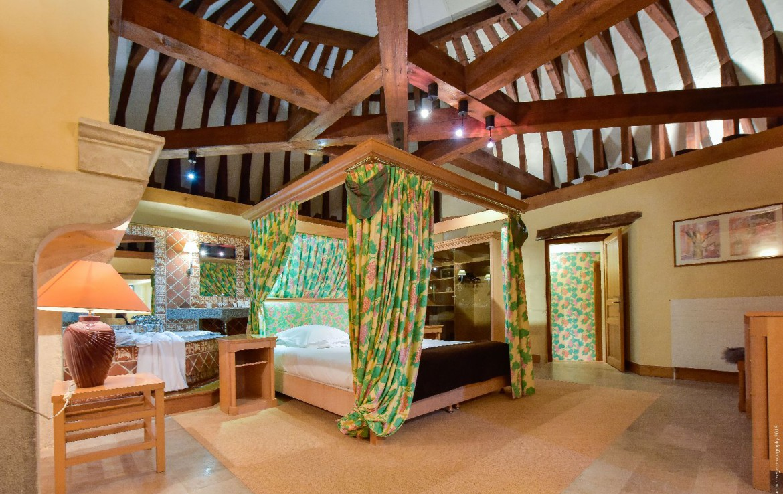 golf-expedition-golf-reis-Frankrijk-Bourgogne-Chateau-de-Chailly-slaapkamer-toren-zolder-mooi-luxe.jpg