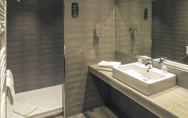 golf-expedition-golf-reis-Frankrijk-hotel-mercure-barbaroux-golf-en-spa-badkamer-douche.jpg