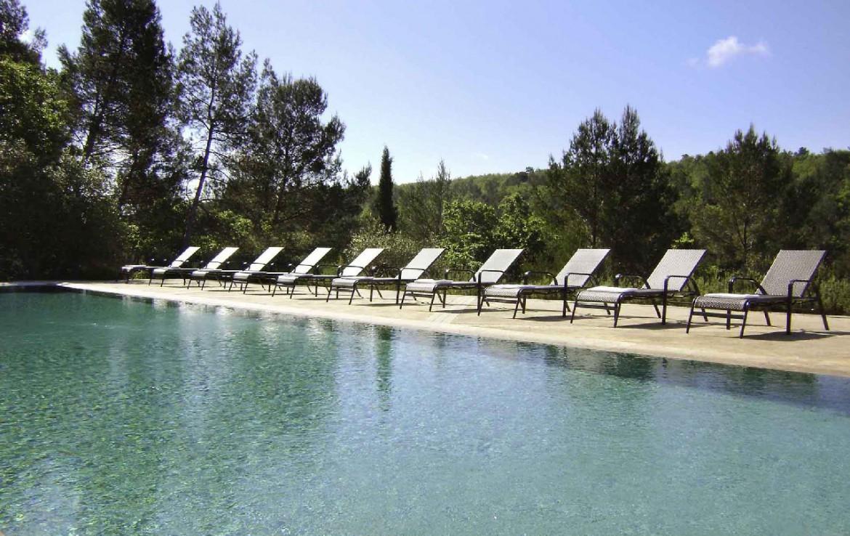 golf-expedition-golf-reis-Frankrijk-hotel-mercure-barbaroux-golf-en-spa-ligbed-zwembad.jpg