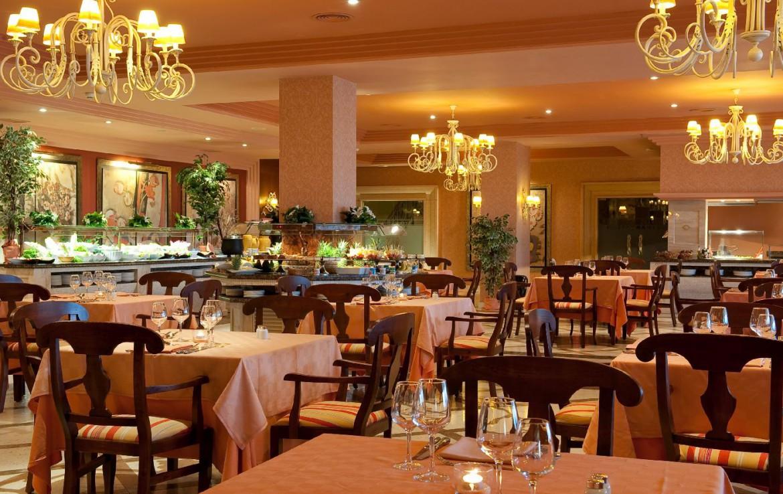 golf-expedition-golf-reis-Spanje-Regio-malaga-Elba-Estepona-Gran-Hotel-Thalasso-Spa-dinekamer-eten-ontbijtzaal-modern-luxe