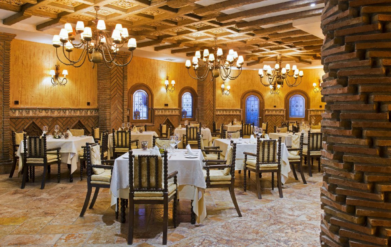 golf-expedition-golf-reis-Spanje-Regio-malaga-Elba-Estepona-Gran-Hotel-Thalasso-Spa-eetzaal-modern-netjes