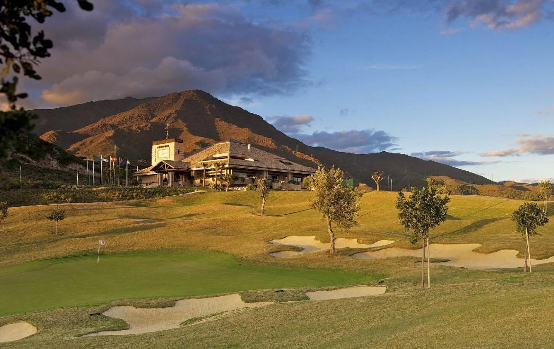 golf-expedition-golf-reis-Spanje-Regio-malaga-Elba-Estepona-Gran-Hotel-Thalasso-Spa-golfbaan-bergen-gebouw