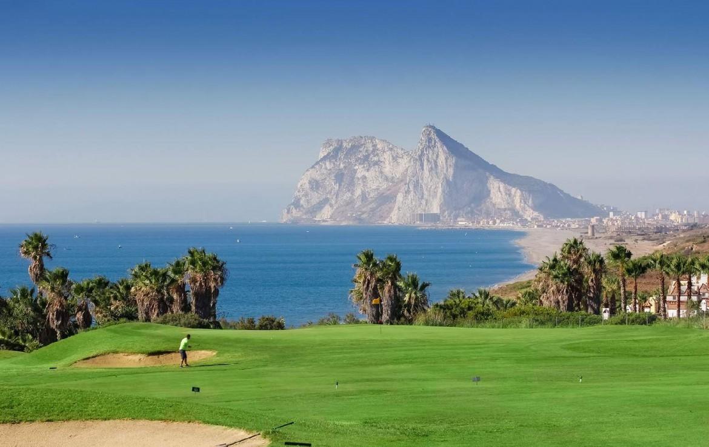 golf-expedition-golf-reis-Spanje-Regio-malaga-Elba-Estepona-Gran-Hotel-Thalasso-Spa-golfbaan-uitzicht-zee-zandpool